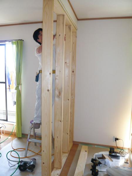 壁下地の間柱を設置